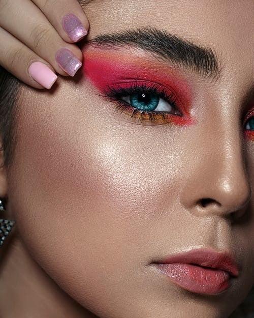 How to Get a Dewy Makeup Look